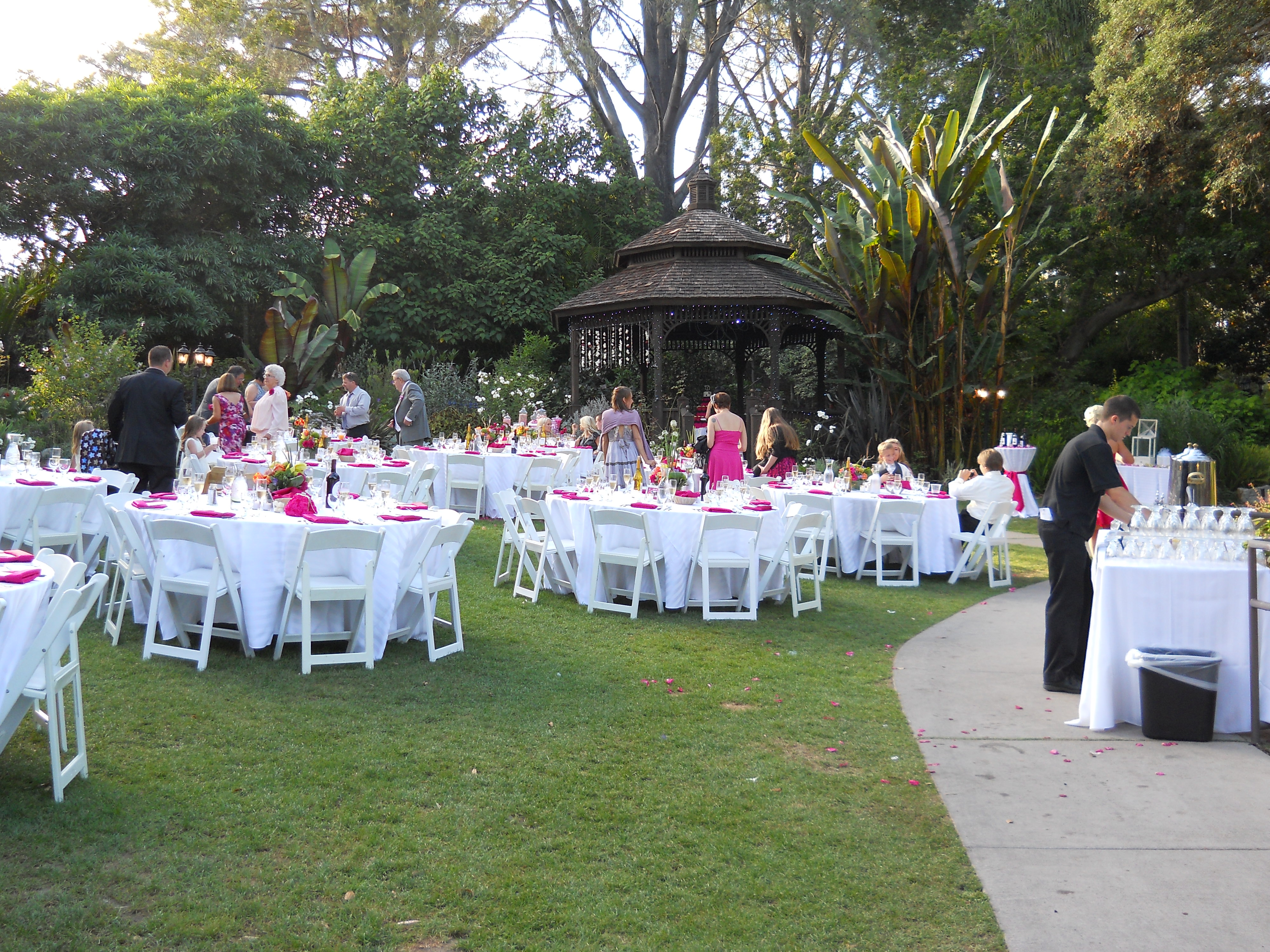 tiffany and darrell at san go botanic gardens catering in san